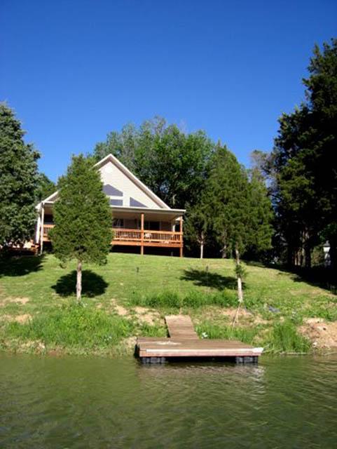 Charmant Lakeside Living Larger Image
